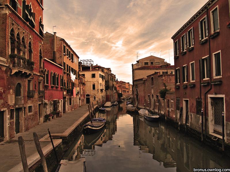 Kanał w Wenecji. Zdjęcie prezentowane na wystawie POZOR!8