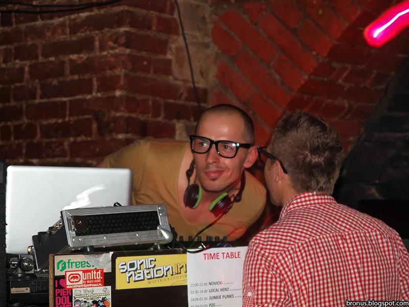 DJ na imprezie POZOR!7 w bielskim klubie Arythmia.